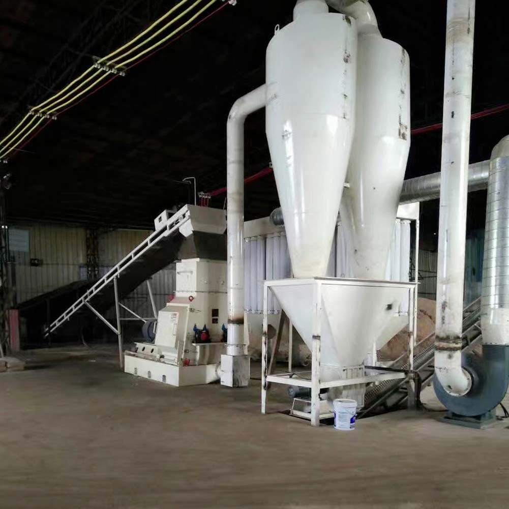 What determines the crushing efficiency of the wood hammer mill(图2)